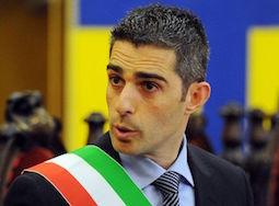 Pizzarotti: Librandi (Sc), en plein sindaci M5s indagati